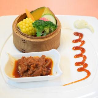 三浦の朝どれ野菜とちっちゃい蒸し物(蔭山樓)