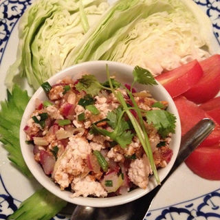 鶏そぼろと生野菜(Tha Chang 仙台店(たーちゃん))