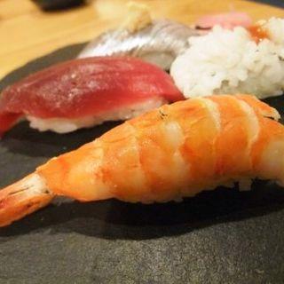 寿司おまかせにぎり 4カン(立呑み もんぞう)