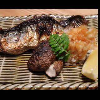 新秋刀魚炭火焼(小料理 華やぎ)