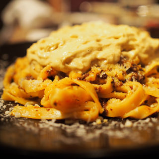 自家製ボロネーゼとフォアグラエスプーマのタリアテッレ(北新地 熟成肉 Bacco Aging bar)