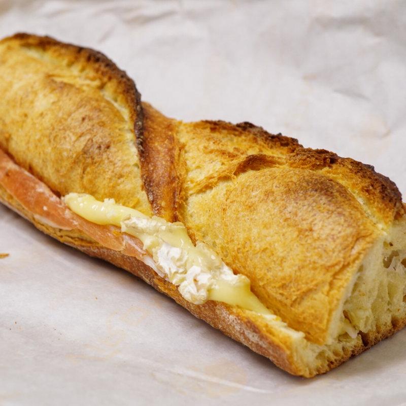 オフィス街・大手町で、サンドイッチ片手においしいねって呟ける幸せ