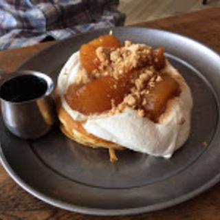 リンゴのパンケーキ(THE MOST COFFEE)