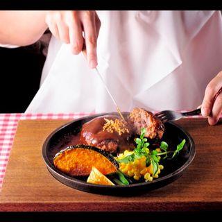 鉄板焼きハンバーグ200g(ハンバーグ&ステーキ食堂 KURAUZO (クラウゾ))