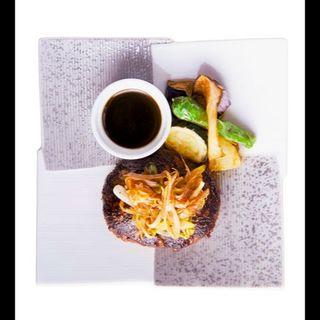 葉山牛ハンバーグ+小鉢・煮物・サラダ・ご飯・味噌汁(葉山)