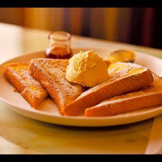 フレンチトースト(バニラアイスのせ)(ゆうらく )