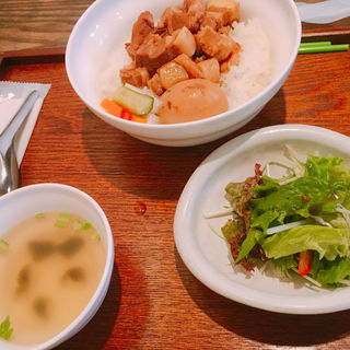 楊家魯肉飯(台湾茶藝館 月和茶 吉祥寺店 (ユエフウチャ))