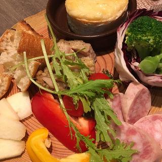 ベイクドカマンベールのチーズフォンデュ(atari CAFE&DINING 池袋 (アタリ カフェアンドダイニング))