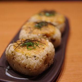 鶏そぼろと高菜の焼おにぎり(一鴻 姫路店 )