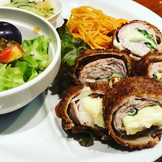 Aランチ(豚肉のシソチーズフライ)(サントロペ (SAINT-TROPEZ))