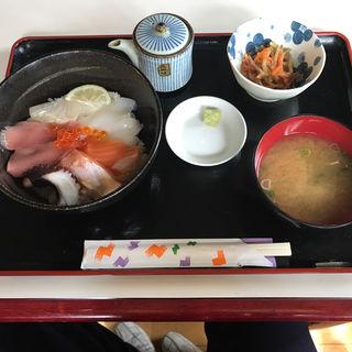 おまかせ海鮮丼定食(スタジオパッション)