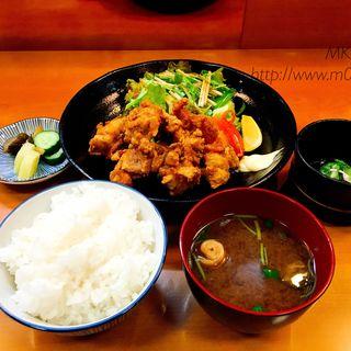 山形県新庄市のさくらんぼ鶏の唐揚げ定食(天婦羅・割烹・居酒屋 天まつや)