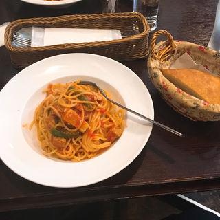 本日のパスタ(サラダ+自家製パン)(アンフォラ (Amphora))