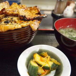 豚丼(レストハウスかしわ )