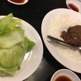 牛ひき肉のレタス包み(中国料理大幸 )