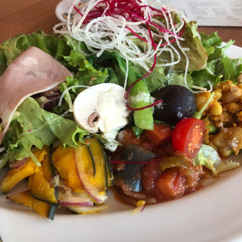 ヘルシーランチ(サラダと前菜4種盛り)