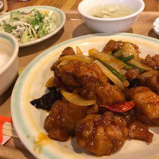 週替わりランチ 鶏唐揚げの甘辛炒め(中国茶房8 赤坂店 )