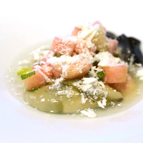 桃と岩牡蠣のマリネ、ミントの香り