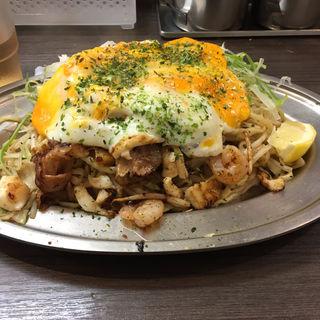 特製塩焼きそばイカエビ入り 大盛り +卵(みかさ )