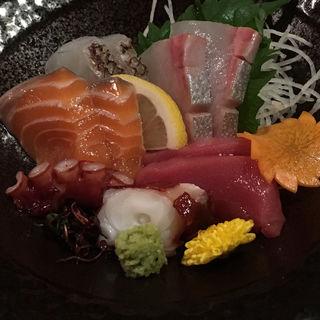 黒潮本鮪入り鮮魚五点盛り(昔ばなし 別館 (ムカシバナシ))