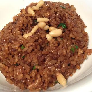 松の実のせ中国醤油の炒飯(中国料理 美麗華 (チュウゴクリョウリ ビレイカ))