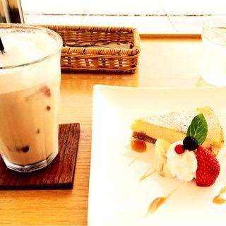 チーズケーキ(ジュジュ イチサンマル カフェ (juju 130 CAFE))