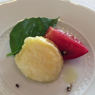 余市産トマトとモッツァレラのフライ(サーラ アマービレ (Sala AMABILE))