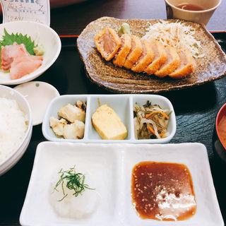 国産天然本マグロ大トロレアかつ定食(おさしみや )