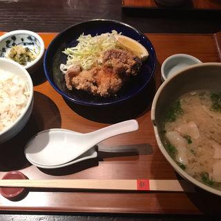 麓鶏の唐揚げと豚汁定食(赤坂うまや )
