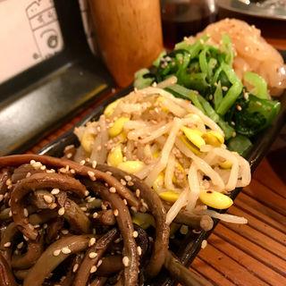 ナムル(4種盛り)(焼肉食道 かぶり 高円寺アパッチ店 )