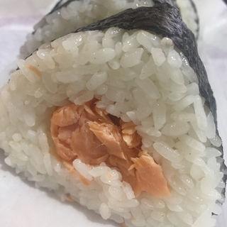 鮭のおにぎり(亀屋 )