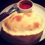 カルツォーネ(チーズと生ハムの包み焼き)