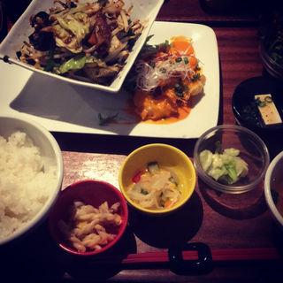 エビチリマヨ&白もつ炒め(CAFEオヤジ )