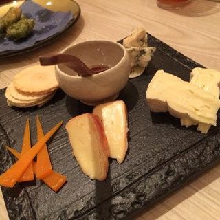 チーズの盛り合わせ(関 蕎麦とワイン)