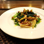 鶏ムネ肉のポッシェ63℃木の子とほうれん草のサラダ仕立て