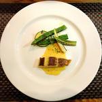三重県産真鯛のポワレ 鮮魚のブルーソース