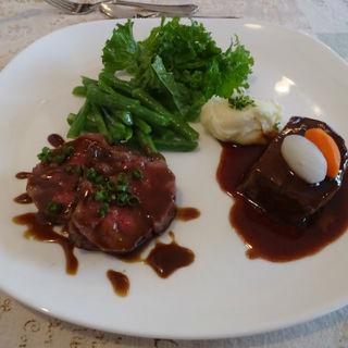国産牛サーロインソテーと牛ほほ肉の赤ワイン煮(パルタジエ)