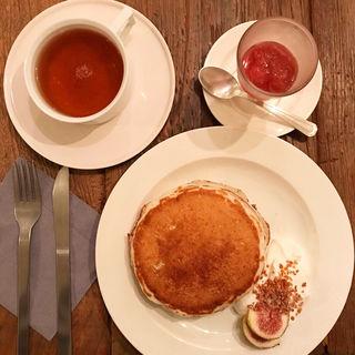 いちぢくと木苺のソース ナッツクリーム付(ももちどり)