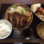 A肉ランチ(生姜焼きorチキンカツ)