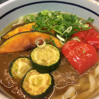 彩り野菜のカレーうどん(おにやんま 東品川店 )