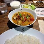 タイ風スパイシーソーセージと3種のキノコとトマトのカリー