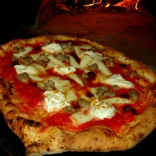 NDUJA (ンドゥイヤ)とサルシッチャのピッツァ(Trattoria e Pizzeria L'ARTE)