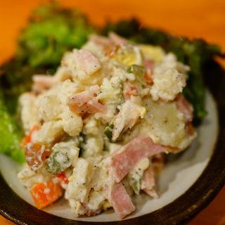 燻製卵のポテトサラダ(かわち乃酒場 新橋道場 )