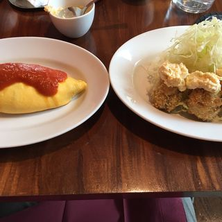ビーフオムライスとナポリタン (キッチンさくらい )