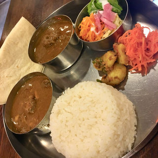 カレー2種のセットプレート(チキンカレー+マトンカレー)(カレー食堂  ホジャ・ナスレッディン)