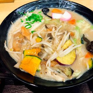 秋鮭と旬野菜の彩りチャンポンうどん(澤乃井 )
