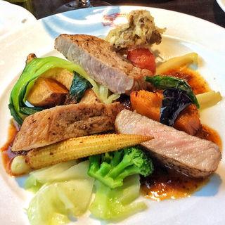 彩り野菜とマンガリッツァ豚のソテー(ジェルボー 東京本店 (GERBEAUD))