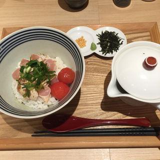 朝引き鶏なだし茶漬け(雅なだし)