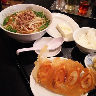 台湾ラーメン・小ライス・餃子のランチ(歓迎 西口店 (ホアンヨン))