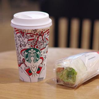 アーモンドミルクラテとサラダラップ根菜チキン(スターバックスコーヒー EXPASA御在所サービスエリア(下り線)店 (STARBUCKS COFFEE))